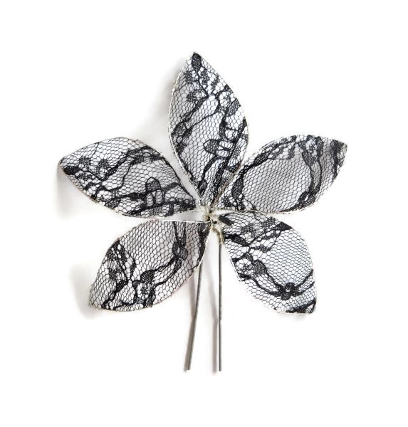 Vlásenka s velkou kytičkou a barevnými korálky - černá krajka